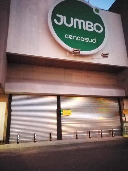 Entrada principal Jumbo La Florida con pilones antilunizaje Chileseguridad