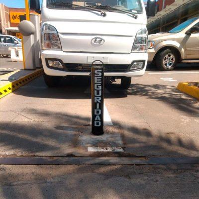 Pilón estacionamiento Stripcenter Las Condes