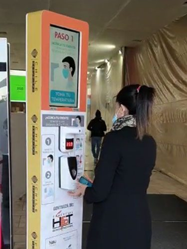 Tótem sanitario instalado en Mall Plaza Vespucio